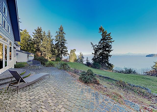 New Listing! Private Coastal Getaway w/ Incredible Puget Sound Views, casa vacanza a Langley