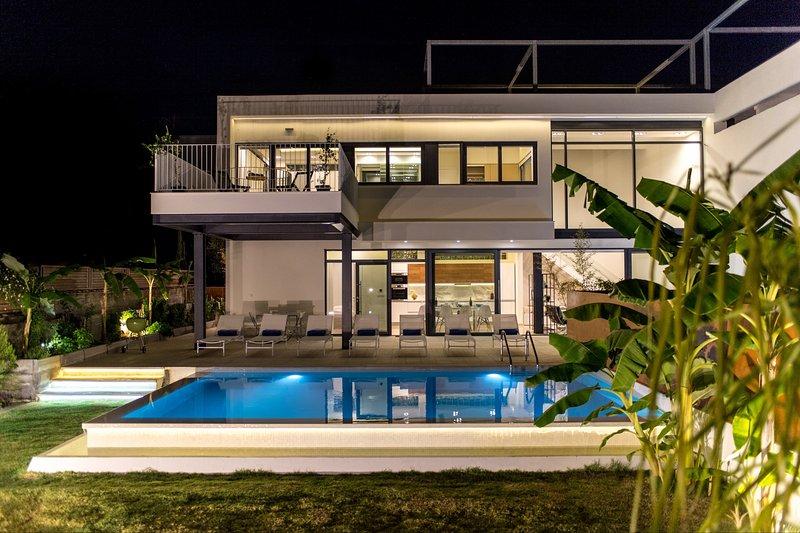 Villa L2 close to the beach & amenities,modern design, vacation rental in Agii Apostoli