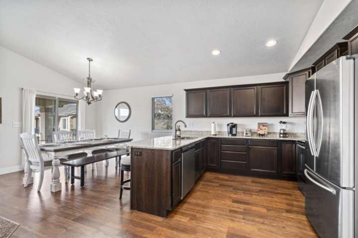 Spacious Home Close to BYU & UVU, 30 min to Sundance/Provo Canyon, Game Room, Sl, location de vacances à Saratoga Springs