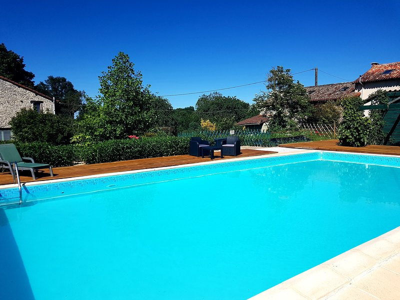 Large converted barn with pool in sunny location, ideal for families, holiday rental in Brux