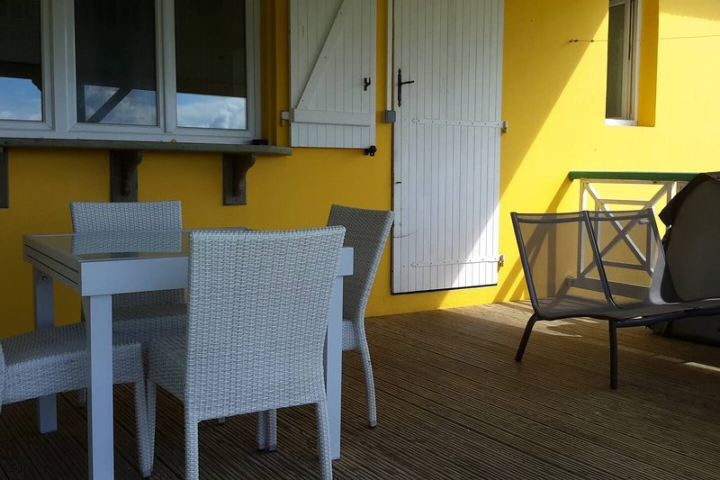 Beautiful apt with sea view & Wifi, holiday rental in Rifflet