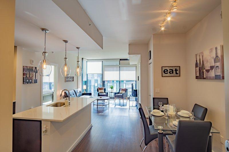 Trendy 2 Bedroom Buckhead Apartment, vacation rental in Norcross