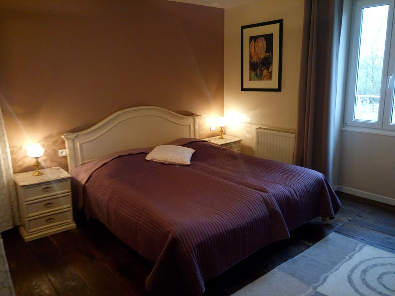 Chambre avec douche, holiday rental in Arc-en-Barrois