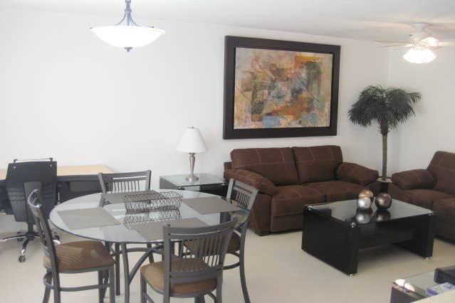 +MS +Linda y acogedora Suite + Áreas verdes, Alberca +Zona Norte, location de vacances à Apaseo El Grande