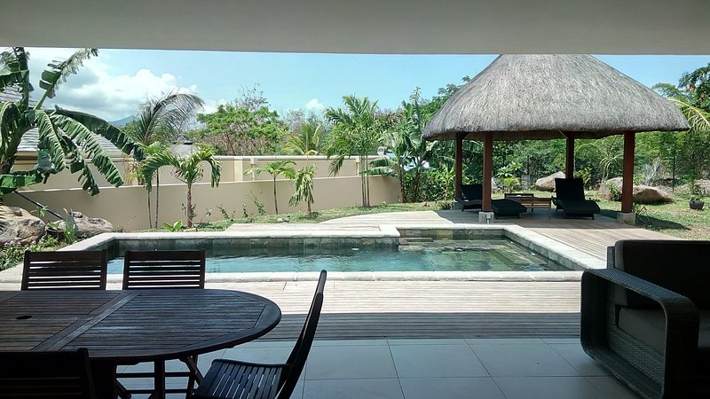 Spacious villa with swimming-pool, vacation rental in Riviere Noire
