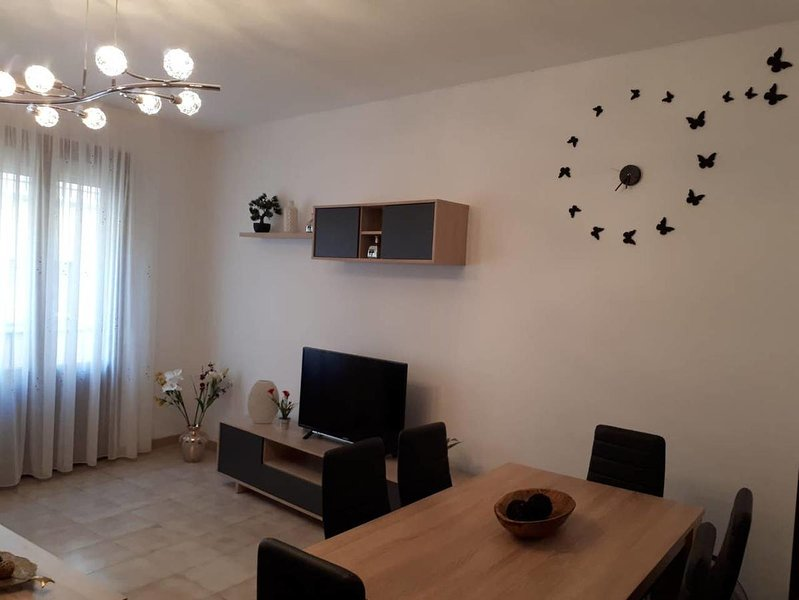 Nice apartment with garden & Wifi, location de vacances à Els Prats de Rei
