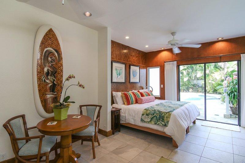 Kailua Beach Studio - Tiki Room, holiday rental in Kaneohe