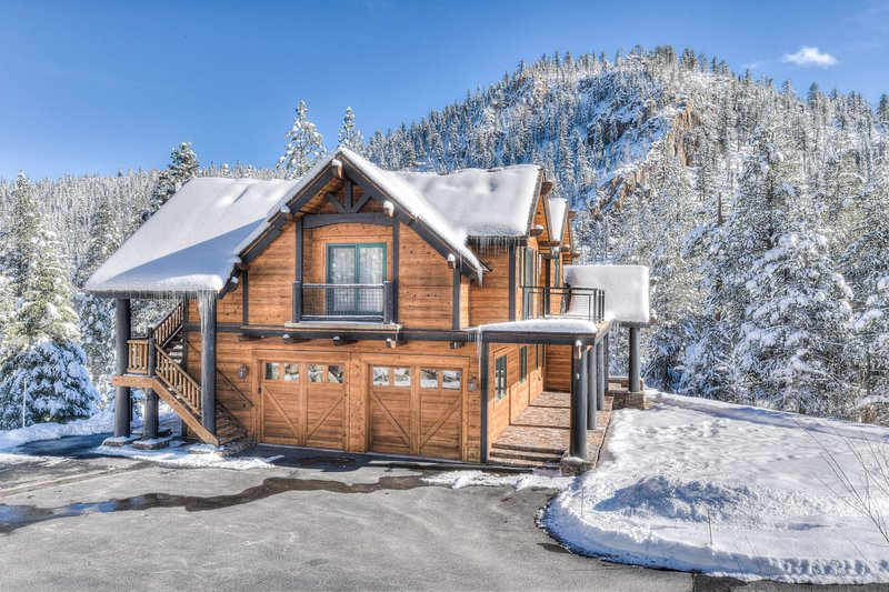 Painted Rock Luxury Chalet in Squaw Valley