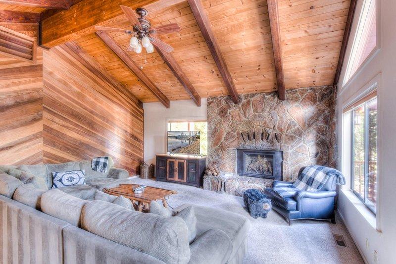 Living Room,Indoors,Room,Building,Furniture