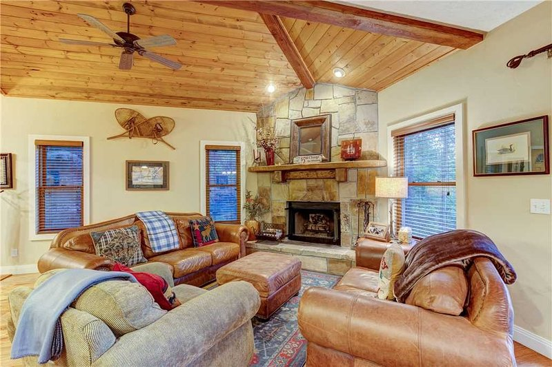 Furniture,Ceiling Fan,Home Decor,Indoors,Couch
