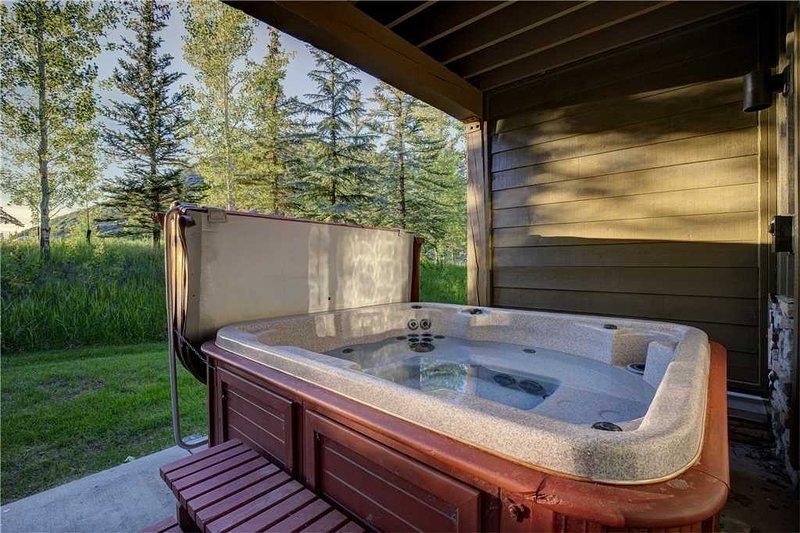 Tub,Jacuzzi,Hot Tub,Porch