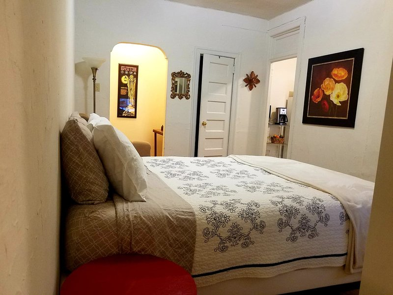 Comfortable and cozy Apt Studio for 2, holiday rental in New York City