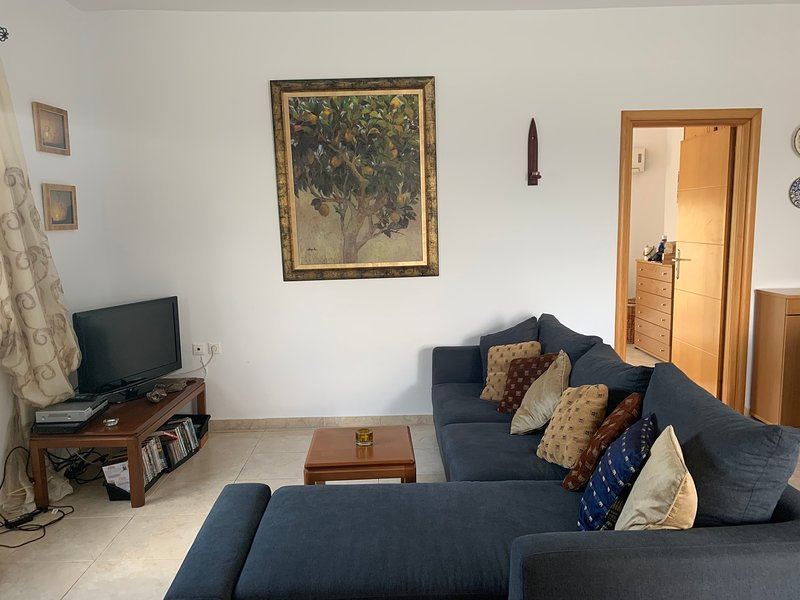 Haraki - near beach - stunning mountain and sea views, holiday rental in Charaki