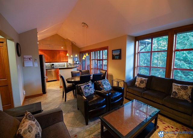 The Woods - Renovated, Family Friendly Condo on Free Shuttle and Golf Course, holiday rental in Whistler