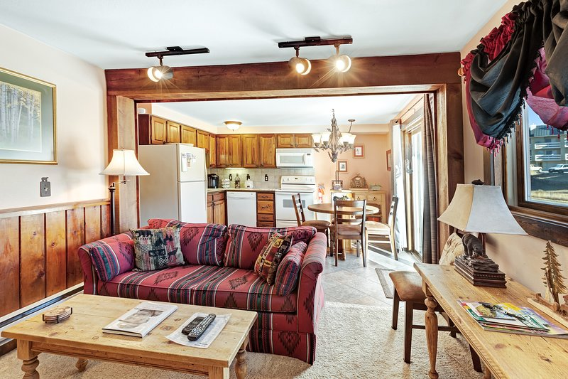 Family-friendly condo w/fireplace, shared pool, hot tub, & game room -near lifts Chalet in Crested Butte