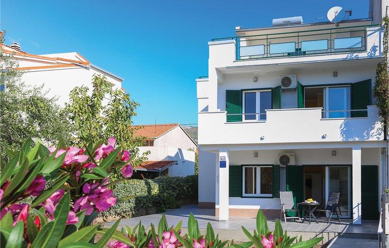 Awesome apartment in Kastel Stari with  (CDC440), location de vacances à Kastel Novi