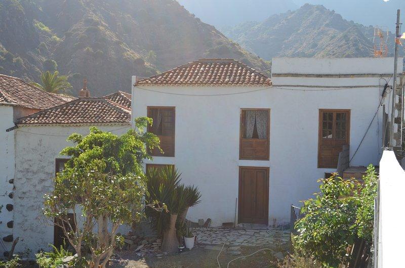 Flatguest Casa Bayoll - historic house - 8 PAX - WiFi, holiday rental in Las Casas