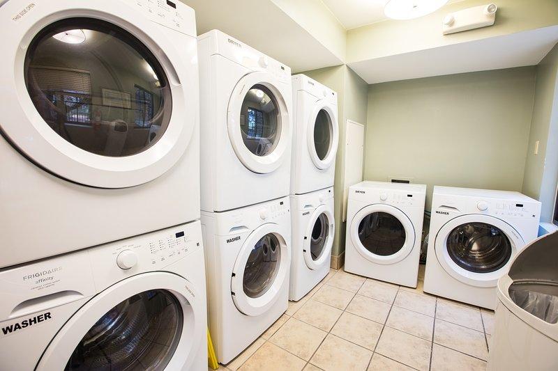 Autoservicio de lavandería está disponible.