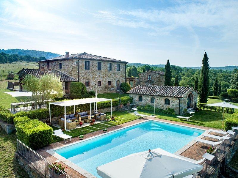 Carpino, villa close Siena with 9 bedrooms, heated pool, Jacuzzi, Sauna and A/C!, aluguéis de temporada em Rapale