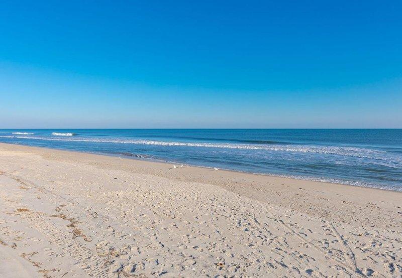 Vista para o mar do acesso público à praia