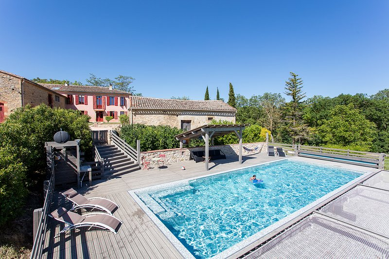 DOMAINE ANGUYALES Gîte avec piscine, holiday rental in Montmaur