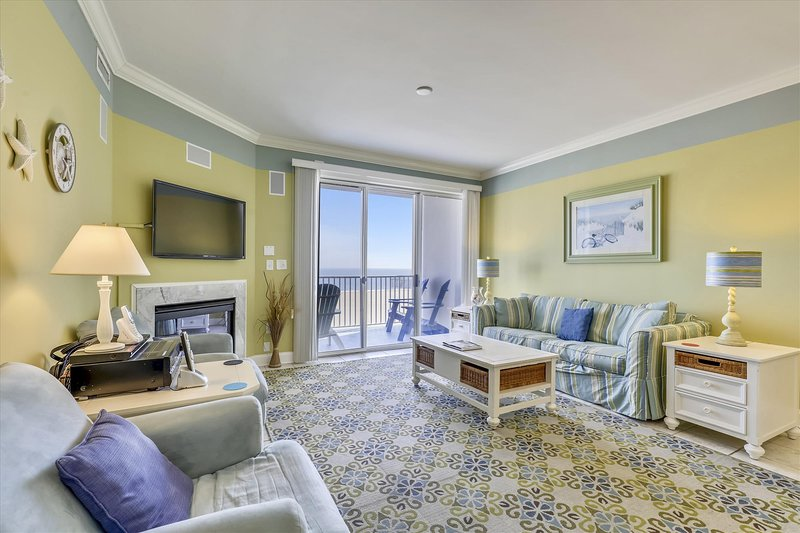 Belmont Towers 602 - Living Room