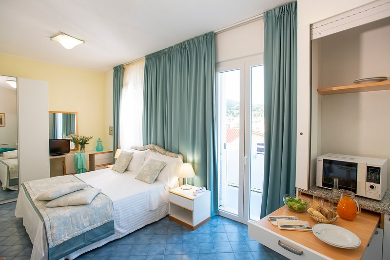 monolocali con angolo cottura - formula aparthotel, vacation rental in Ponti di Badia