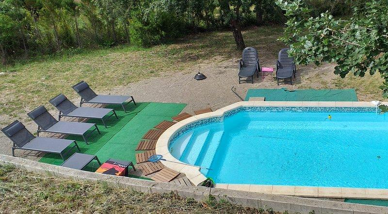 Amazing villa with swimming-pool, aluguéis de temporada em Chateaudouble