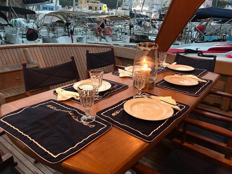 La cabina di Lucio a bordo di 'Brilla&Billy' in b&b, tra Roma e Napoli, vacation rental in Maranola