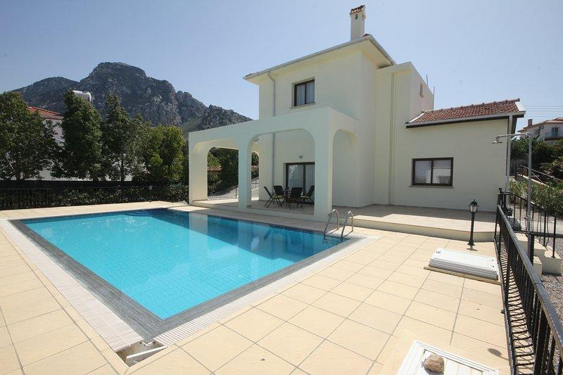 Bougain Villa, holiday rental in Kormakitis