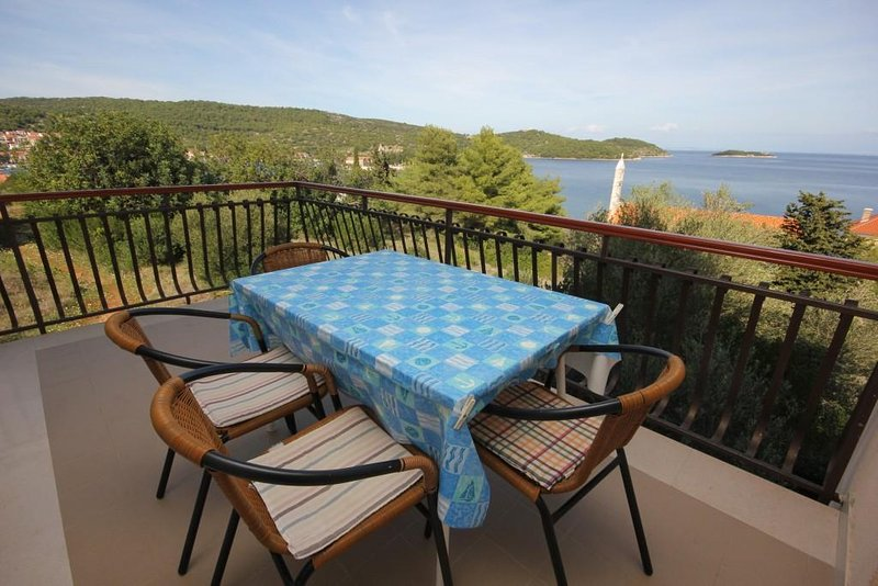 Kut Apartment Sleeps 6 with Air Con - 5460720, holiday rental in Vis
