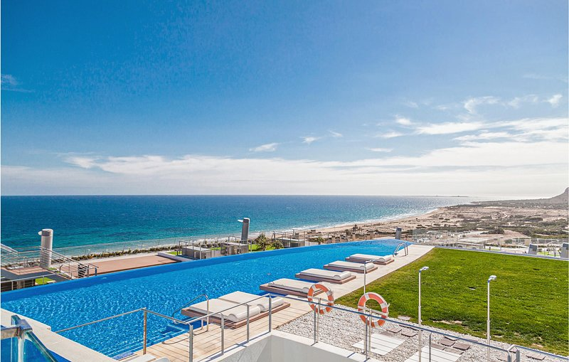Stunning apartment in Los Arenales del Sol with Outdoor swimming pool, Jacuzzi a, location de vacances à El Altet