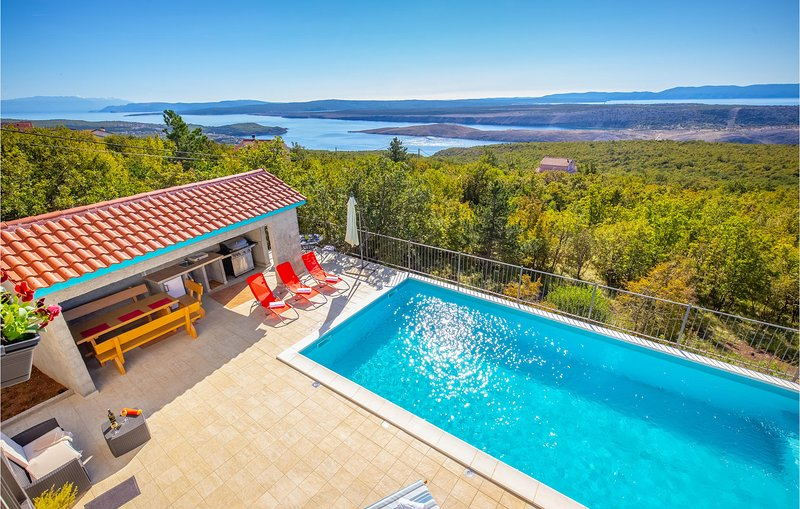 Awesome home in Crikvenica with Outdoor swimming pool, WiFi and 3 Bedrooms (CKA1, location de vacances à Smrika
