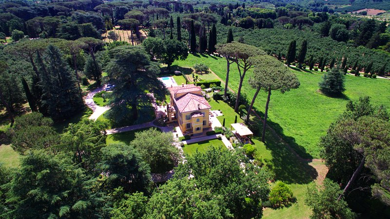 Peaceful private park Relais near Rome to intersperse History Art & Relax, vacation rental in Capranica - Scalo