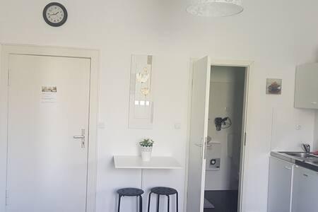 Apartment mit Bad/WC und Küche, location de vacances à Teltow