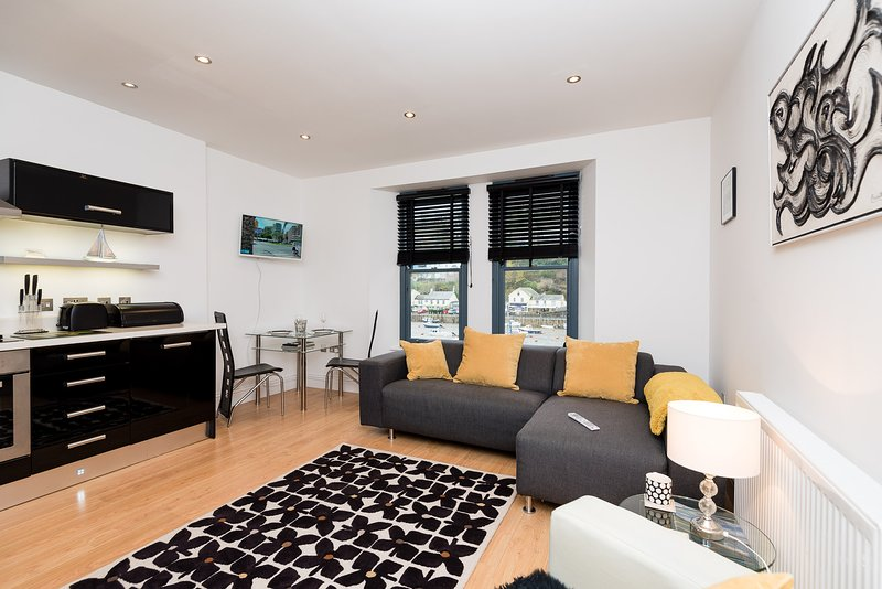 Water View is a lovely town centre apartment overlooking Looe River