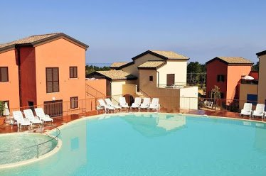 Amazing house with shared pool, location de vacances à Palasca