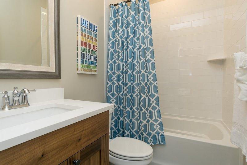 Banheiro completo, Piso superior, Banheira / Chuveiro Integrados