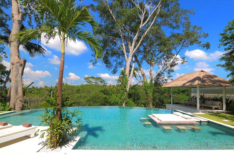 Astonishing  Jungle Villa, 4 BR, Ubud w/ staff, holiday rental in Bedulu