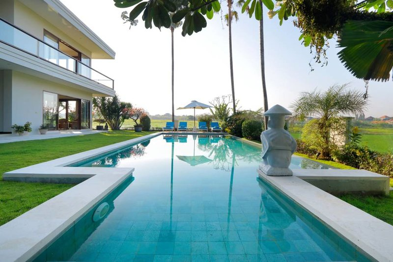 Stunning Villas Complex, 8 BR, Canggu w/ staff, holiday rental in Tanah Lot