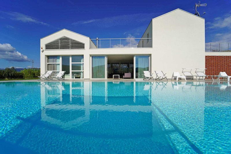 VILLA MICOL with Infinity Pool, A/C, WiFi, BBQ few mins from beaches / 5 Terre, vacation rental in Fiascherino