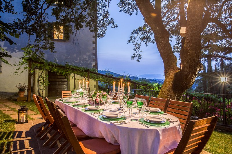 Private Tuscany villa for 12 persons in 6 bedrooms. Pool, A/C, Jacuzzi, Palazzo!, holiday rental in Monterchi