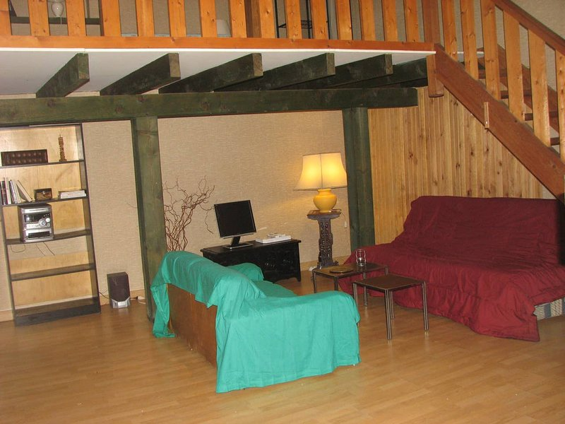 Nice studio in Beaumont-du-Périgord, holiday rental in Naussannes