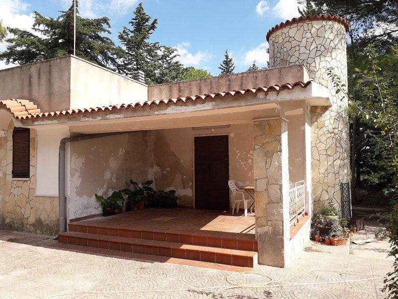 Beautiful house with garden, location de vacances à Villa Castelli