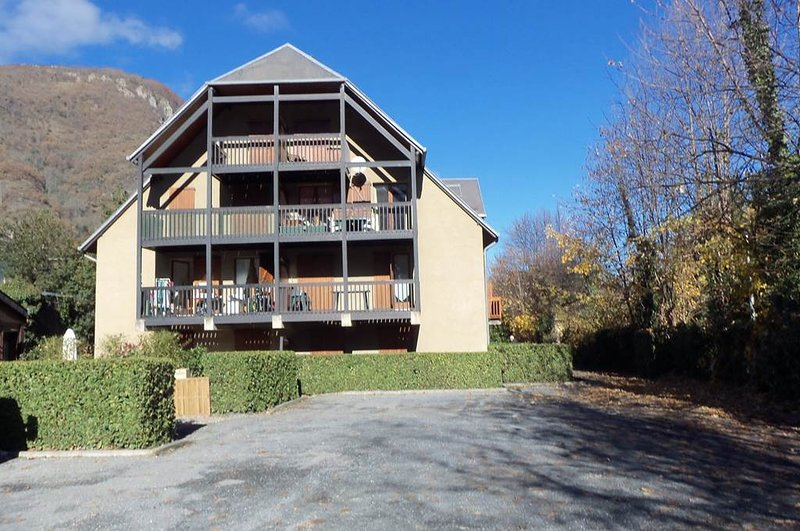 Nice apartment with terrace & Wifi, holiday rental in Saint-Mamet