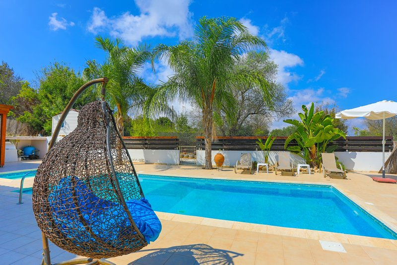 Villa Fontana Oxinas : Private Pool and Parking, Free WiFi, vacation rental in Stroumbi