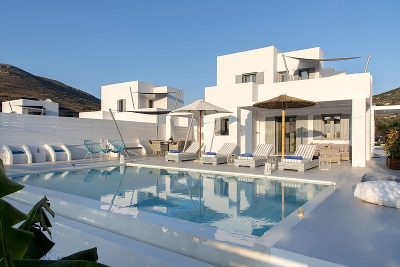 Elitas Villa A with 2 br and private pool close to Parikia, vacation rental in Parikia