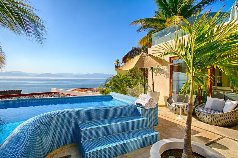 Beautiful beach front property , luxury layout with stunning views, private pool, holiday rental in La Cruz de Huanacaxtle