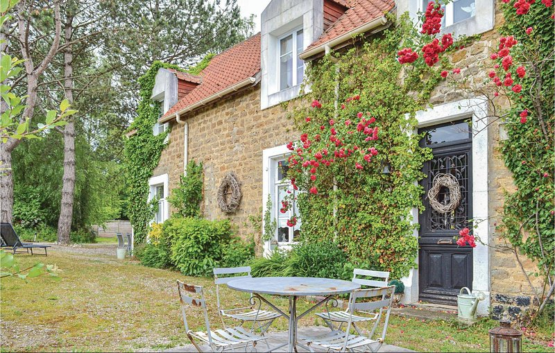 Nice home in Carly with WiFi and 3 Bedrooms (FNP135), holiday rental in Doudeauville