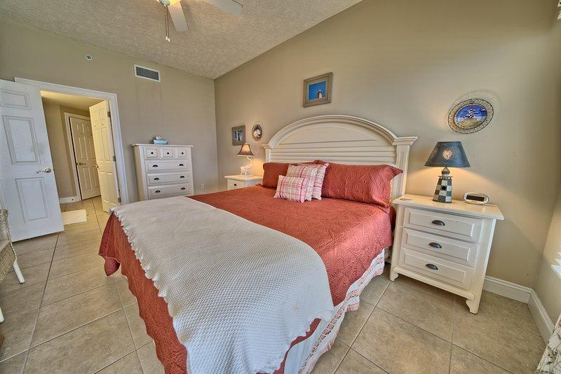 Indoors,Room,Bedroom,Flooring,Furniture
